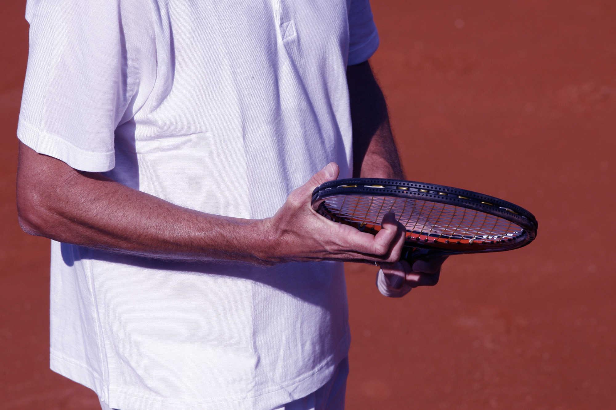 Tennis : raquettes, balles, chaussures, comment bien choisir son équipement ?