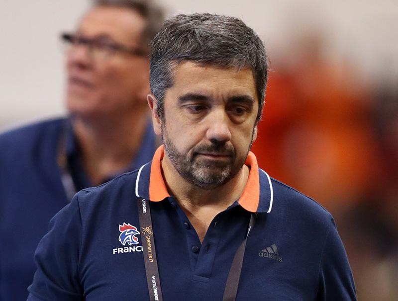 Docteur Gerard Juin médecin de l'équipe de France de Handball pendant un match
