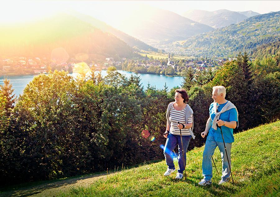La marche nordique est adaptée pour les seniors, les personnes atteintes de ALD ou encore les femmes enceintes et les sportifs blesses.