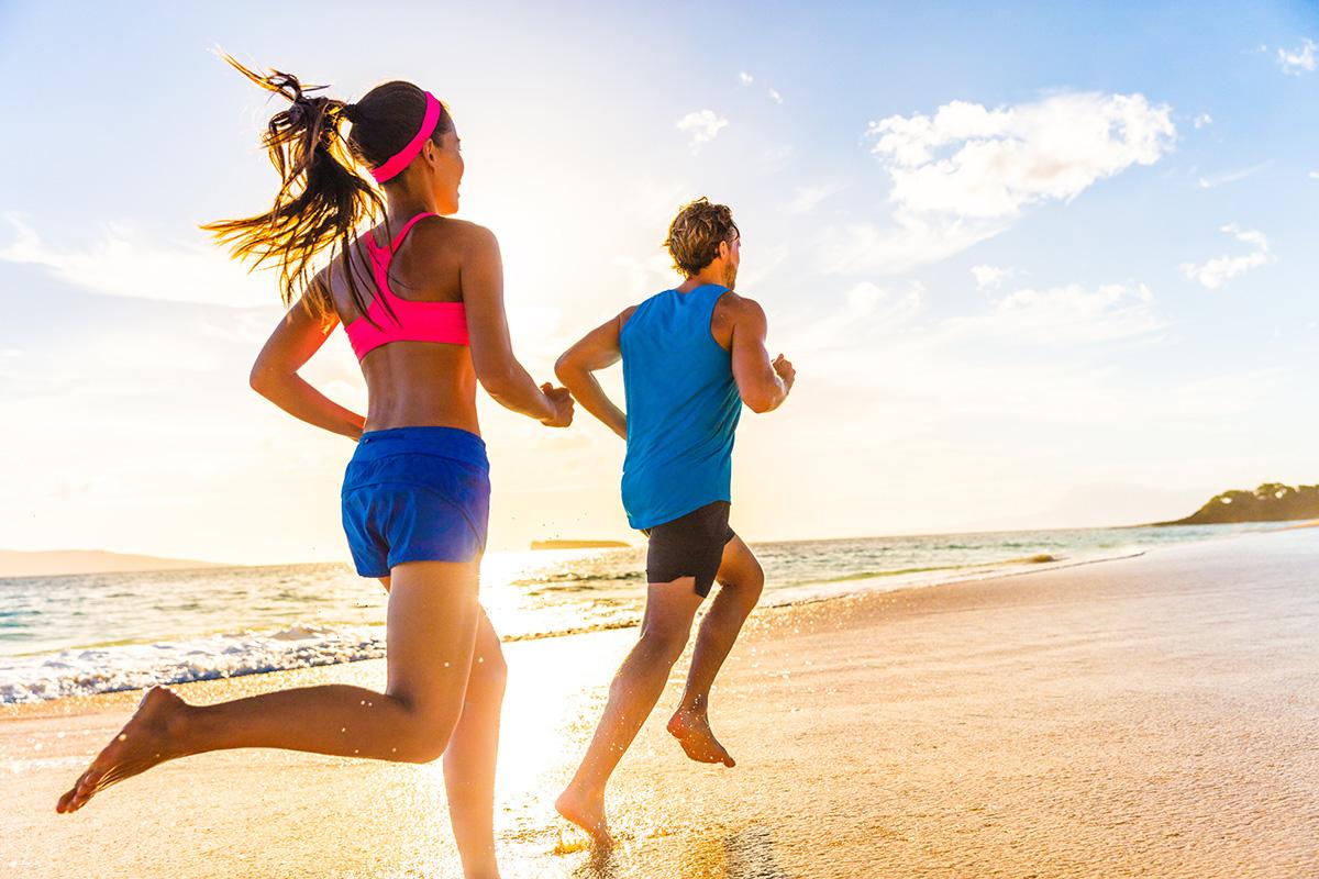 courir pied nus sur la plage