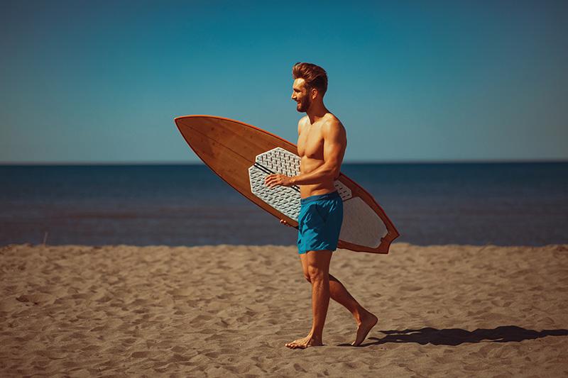 Faire une pause dans le sport durant les vacances d'été est bénéfique mais il ne faut pas rester totalement inactif, il convient de se faire plaisir et de ne pas penser aux performances.