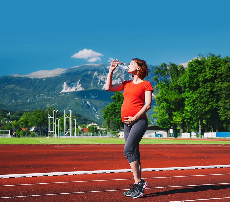 La marche est le sport le plus pratiqué par les femmes enceintes en France qui sont toutefois moins d'un quart à avoir une activité sportive durant leur grossesse.