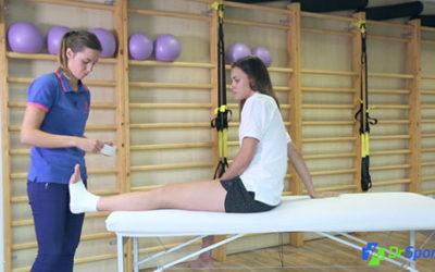 Comment réaliser un strapping pour une entorse interne de la cheville ?