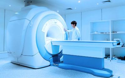 Qu'est ce qu'une IRM (imagerie par résonance magnétique) ? La définition, le fonctionnement, le déroulement.