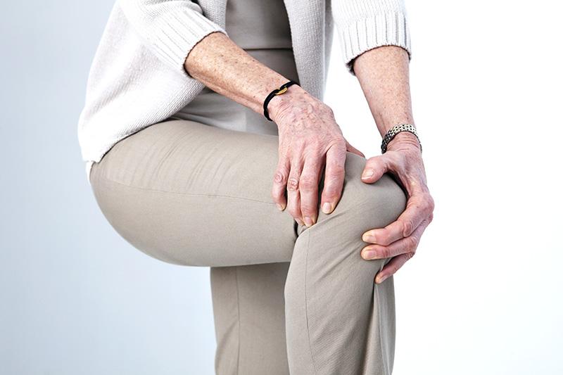 Faire du sport est une manière de combattre contre l'arthrose à condition de ne pas forcer sur les articulations.