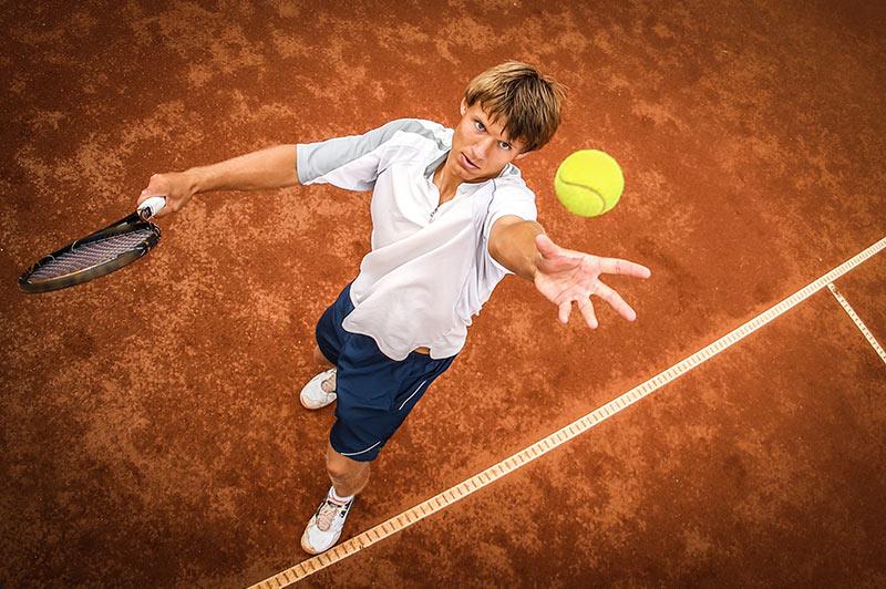 glissade-au-tennis-sur-terre-battue